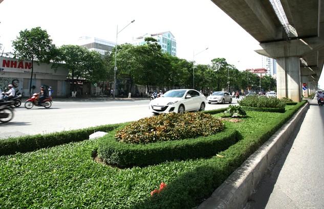 """Kết quả lựa chọn nhà thầu thực hiện hàng loạt gói thầu dịch vụ công ích tại Hà Nội không được công khai khiến dư luận càng băn khoăn về nghi vấn """"giao dịch ngầm"""""""