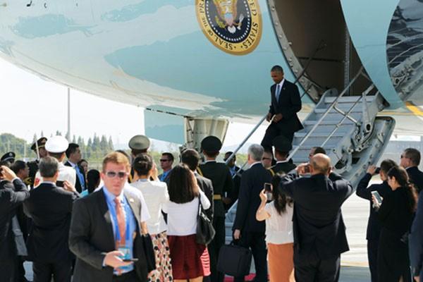 Tổng thống Obama đến sân bay Hàng Châu hôm qua.Ảnh:Reuters