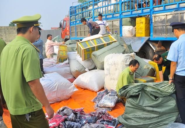Nửa đầu năm 2016, lực lượng chức năng tại TP.HCM đã phát hiện gần 14.000 vụ vi phạm buôn lậu, gian lận thương mại, hàng giả. Ảnh: Hải Quan
