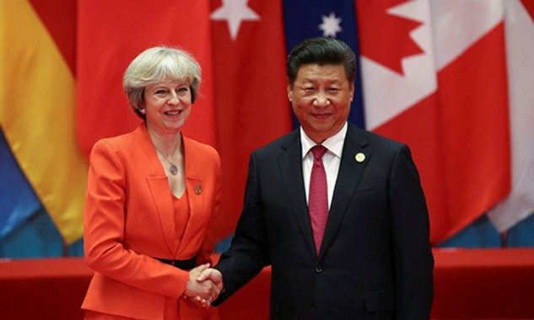 Thủ tướng Anh Theresa May (trái) và Chủ tịch Trung Quốc Tập Cận Bình tại hội nghị G20. Ảnh: Reuters