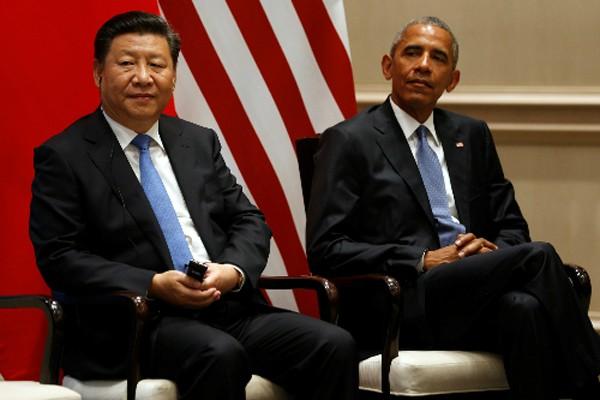 Chủ tịch Trung Quốc Tập Cận Bình và Tổng thống Mỹ Obama trong lễ phê chuẩn hiệp định Paris về biến đổi khí hậu. Ảnh:Reuters