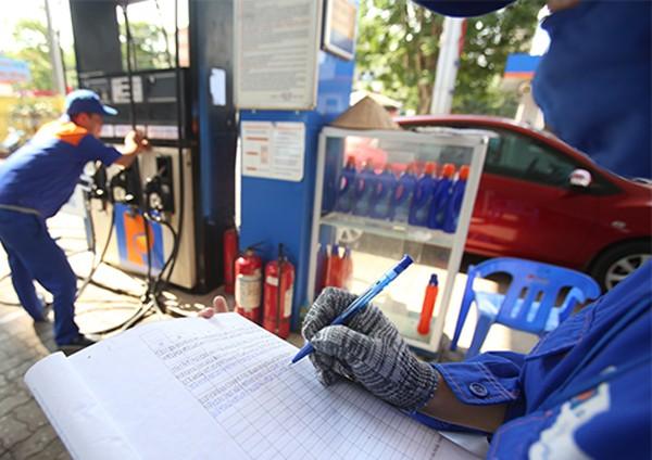 Giá xăng có thể tăng mạnh chiều nay theo thị trường thế giới.