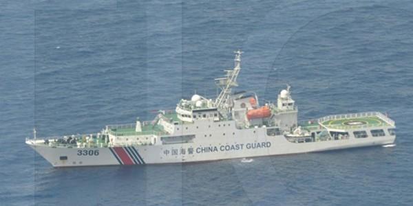 Một trong 10 tàu Trung Quốc trong bức ảnh Philippines chụp ngày 3/9 gần bãi cạn tranh chấp. Ảnh: ABS-CBN NEWS