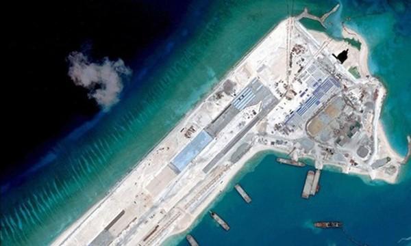 Trung Quốc bồi đắp đảo nhân tạo trái phép ở Biển Đông. Ảnh: Reuters