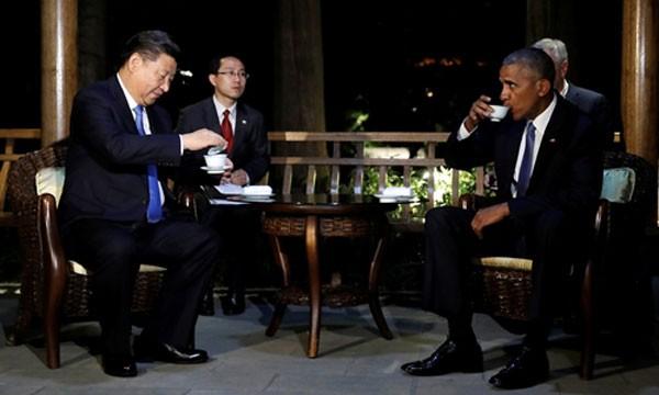 Chủ tịch Trung Quốc Tập Cận Bình (trái) và Tổng thống Mỹ Barack Obama thưởng trà sau cuộc gặp song phương trước thềm hội nghị G20 ở Hàng Châu. Ảnh:Reuters
