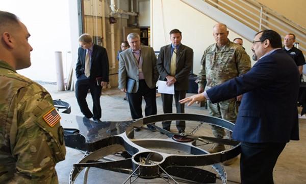Quân đội Mỹ nghiên cứu chế tạo môtô bay một người lái. Ảnh: David McNally.