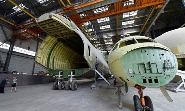 Một phần khung máy bay AN-225 Mriya tại nhà máy sản xuất phi cơ của công ty Antonov ở Ukraine. Ảnh: AFP