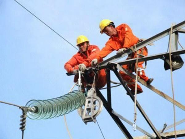 Nguy cơ thiếu điện miền Nam đang hiện hữu buộc EVN phải huy động tất cả các nguồn để bù đắp. Ảnh: TPO