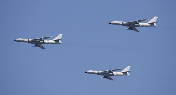 Máy bay ném bom chiến lược H-6K của không quân Trung Quốc. Ảnh: AP