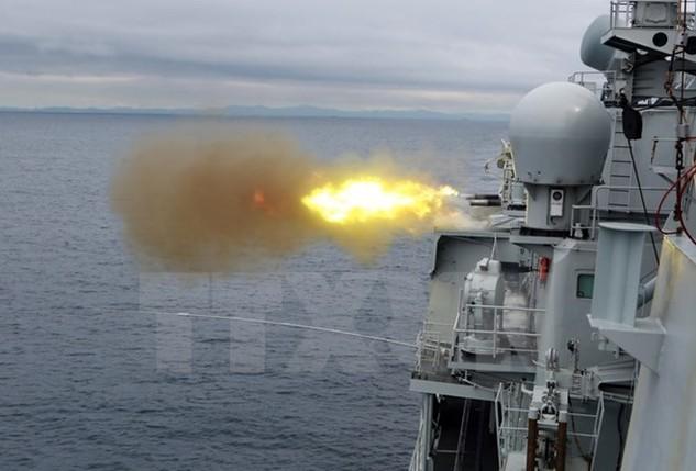Tàu khu trục Taizhou của Trung Quốc tham gia cuộc tập trận tháng 8/2015. Ảnh minh họa. (Nguồn: THX/TTXVN)