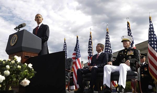 Tổng thống Obama phát biểu tại lễ tưởng niệm 15 năm vụ khủng bố 11/9 ở Bộ Quốc phòng Mỹ hôm qua. Ảnh: AP