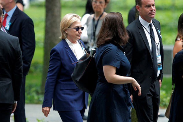 Bà Clinton đến dự sự kiện tại Đài Tưởng niệm Quốc gia 11/9 ở New York. Ảnh:Reuters.
