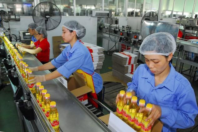 Hoạt động sản xuất, kinh doanh của doanh nghiệp sẽ khởi sắc hơn trong năm 2017. Ảnh: Lê Tiên