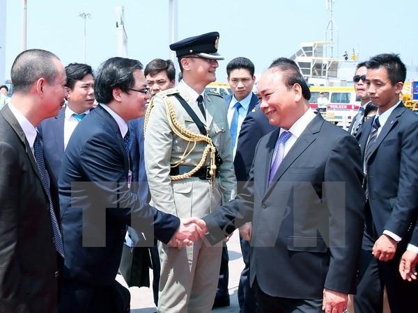 Quang cảnh lễ đón Thủ tướng Chính phủ Nguyễn Xuân Phúc tại sân bay quốc tế Hong Kong, Trung Quốc. (Ảnh: Thống Nhất/TTXVN)