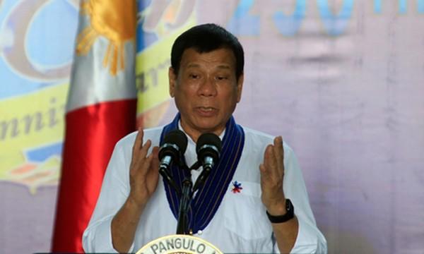 Tổng thống Philippines Rodrigo Duterte phát biểu tại căn cứ không quân Villamor, thành phố Pasay, ngày 13/9. Ảnh: Reuters.