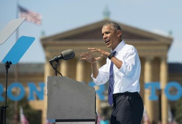 Ông Obama hôm 13/9 phát biểu trong chiến dịch vận động tranh cử của bà Clinton ở Philadelphia. Ảnh: AFP