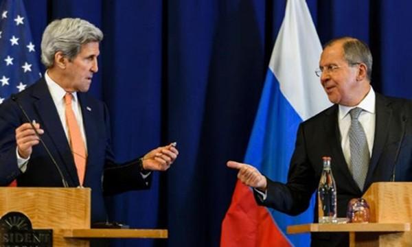 Ngoại trưởng Mỹ John Kerry (trái) và người đồng cấp Nga Sergei Lavrov tại cuộc họp báo chung ở Geneva ngày 8/9. Ảnh: AFP