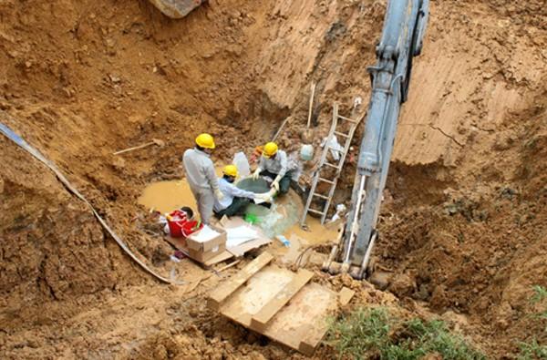 Đường ống nước sạch Sông Đà vỡ lần thứ 19 sau vài năm hoạt động. Ảnh: Bá Đô