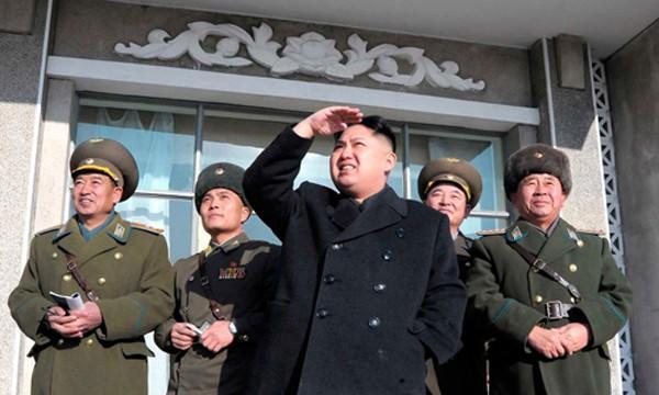 Nhà lãnh đạo Triều Tiên Kim Jong-un và các tướng lĩnh quân đội. Ảnh:KCNA