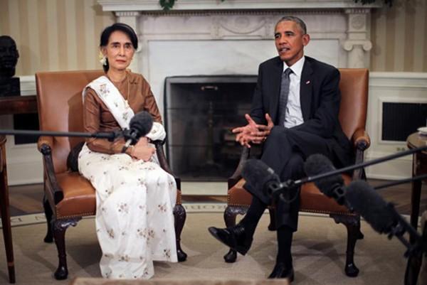 Tổng thống Mỹ Obama hội đàm với lãnh đạo Myanmar Aung San Suu Kyi tại Nhà Trắng hôm 14/9. Ảnh: Reuters