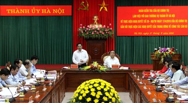 Đoàn công tác của Bộ Chính trị làm việc với thành phố Hà Nội về tinh giản biên chế. Ảnh: TT.