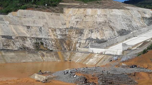 Hiện đang tập trung ưu tiên cho công tác tìm kiếm nạn nhân sự cố công trình Thủy điện Sông Bung 2. Ảnh: Thái An