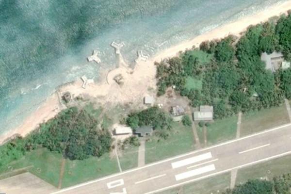 Hình ảnh 4 công trình trái phép được xây dựng tại bờ biển phía tây đảo Ba Bình. Ảnh: GoogleEarth