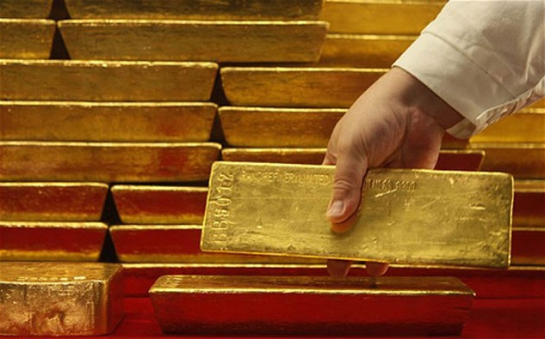 Giá vàng tăng hàng chục đôla. Ảnh:AFP.
