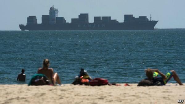 Hàng tỷ USD hàng hoá trên thế giới đang còn mắc kẹt trên đội tàu của Hanjin.