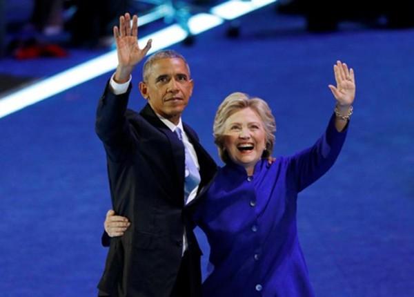 Tổng thống Mỹ Barack Obama và ứng viên tổng thống đảng Dân chủ Hillary Clinton tại đại hội toàn quốc đảng Dân chủ ngày 27/7 ở Philadelphia, Pennsylvania. Ảnh:Reuters.