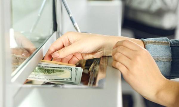 Nhân viên ngân hàng là những người tiếp cận thông tin cá nhân của khách rất dễ. Ảnh:MW