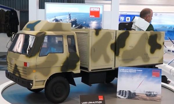 Mô hình súng laser LAG II gắn trên xe tải được Trung Quốc trưng bày. Ảnh: Popsci