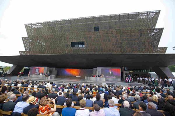 Tổng thống Obama phát biểu tại lễ khánh thành bảo tàng Mỹ - Phi,Washington. Ảnh:Reuters