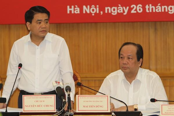 Chủ tịch UBND TP Hà Nội Nguyễn Đức Chung báo cáo về duy tu, duy trì cây xanh ở Thủ đô. Ảnh: Vinh An