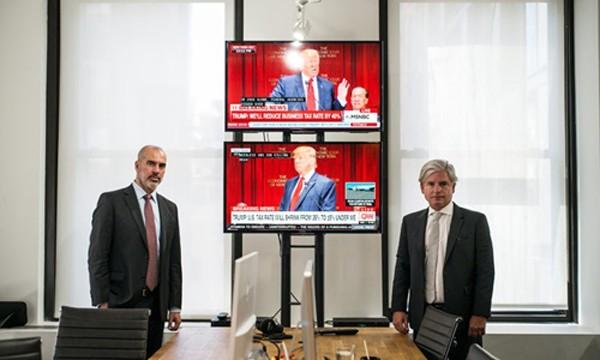 Peter Daou (trái) và David Brock tại văn phòng của Shareblue ở New York. Ảnh:New York Times