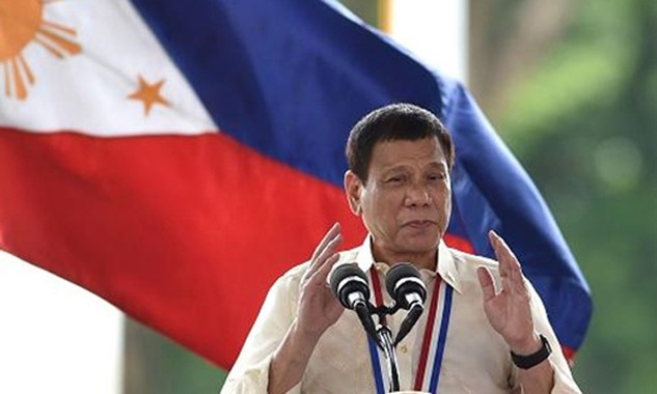 Tổng thống Duterte xin lỗi vì sai sót trong danh sách quan chức dính líu buôn bán ma túy. Ảnh: CNBC.