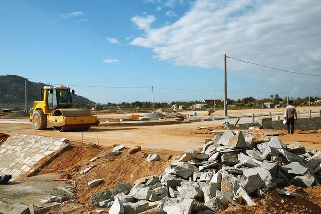 Về đấu giá quyền sử dụng đất và đấu thầu dự án có sử dụng đất, quy định của Luật Đất đai, Luật Đấu thầu và Luật Đầu tư còn chưa tương thích với nhau. Ảnh: Lê Tiên