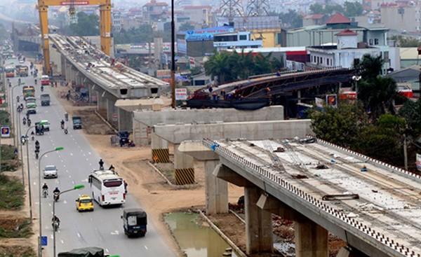 Tuyến đường sắt Cát Linh - Hà Đông còn dang dở nhiều hạng mục. Ảnh: Bá Đô.