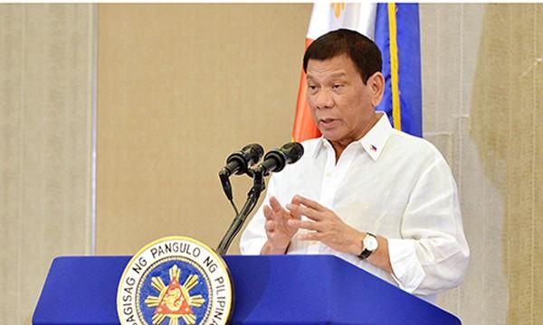 Tổng thống Philippines Duterte phát biểu tại Hà Nội tối qua. Ảnh: Giang Huy