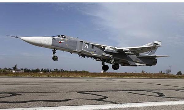 Một chiếc Su-24 của Nga tại căn cứ Hmeymim, Latakia, Syria, tháng 10/2015. Ảnh:Reuters