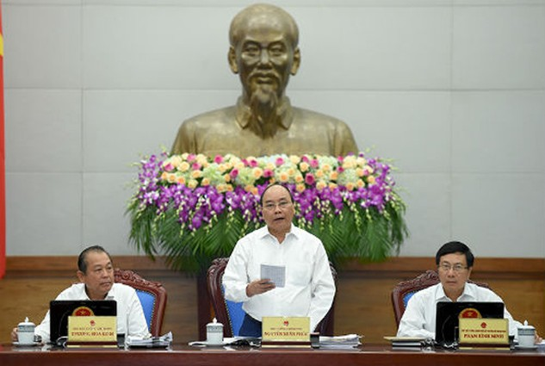 Thủ tướng Nguyễn Xuân Phúc yêu cầu các bộ, ngành phải nỗ lực để đạt mục tiêu tăng trưởng GDP năm 2016 đạt 6,3 - 6,5%. Ảnh: VGP
