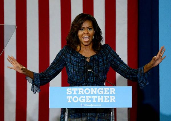 Đệ nhất phu nhân nước Mỹ Michelle Obama vận động tranh cử cho Hillary Clinton ở Đại học Pittsburgh, bang Pennsylvania. Ảnh: Post-Gazette