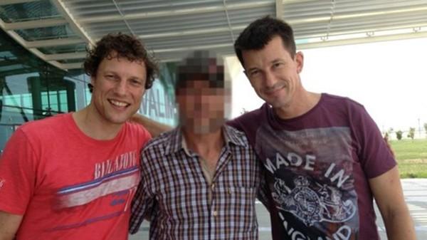 Oerlemans (ngoài cùng bên trái) từng bị bắt cóc và bị thương tại Syria năm 2012 cùng phóng viên người Anh John Cantlie (ngoài cùng bên phải). Ảnh: BBC