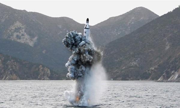 Triều Tiên phóng thử tên lửa đạn đạo từ tàu ngầm ngày 24/8. Ảnh minh họa: Reuters.