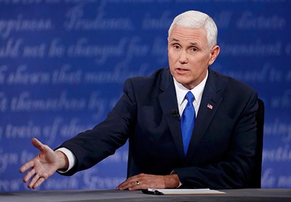 Ứng viên phó tổng thống đảng Cộng hòa Mike Pence tỏ ra bình tĩnh khi tranh luận. Ảnh: Reuters