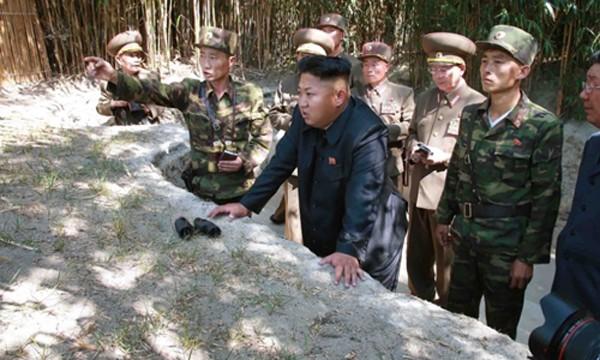 Ông Kim Jong-un đến thăm một đơn vị tiền tuyến của Triều Tiên hôm 16/7. Ảnh:CNN.