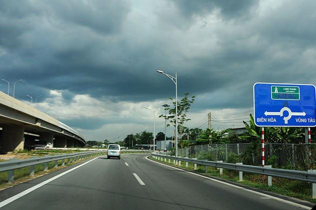 Thanh tra Bộ Xây dựng báo động công tác quản lý chất lượng thi công tại Dự án Đầu tư xây dựng, mở rộng Quốc lộ 51, đoạn Biên Hòa - Vũng Tàu. Ảnh: Lê Tiên