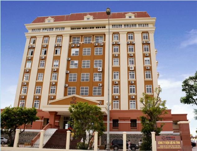 Theo thông báo mời thầu đăng tải trên Báo Đấu thầu, Công ty Điện lực Hà Tĩnh sử dụng số điện thoại 0392 210 999