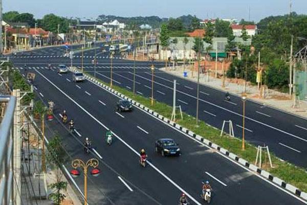 Bộ Tài chính bác nhiều đề xuất huy động vốn để làm 1.300 km cao tốc Bắc Nam của Bộ Giao thông.