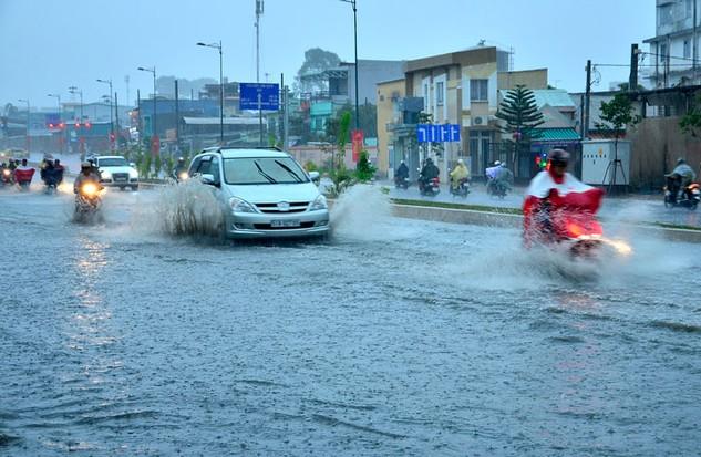 Hệ thống thoát nước không thể theo kịp tốc độ đô thị hóa tại TP.HCM. Ảnh: Đình Thảo